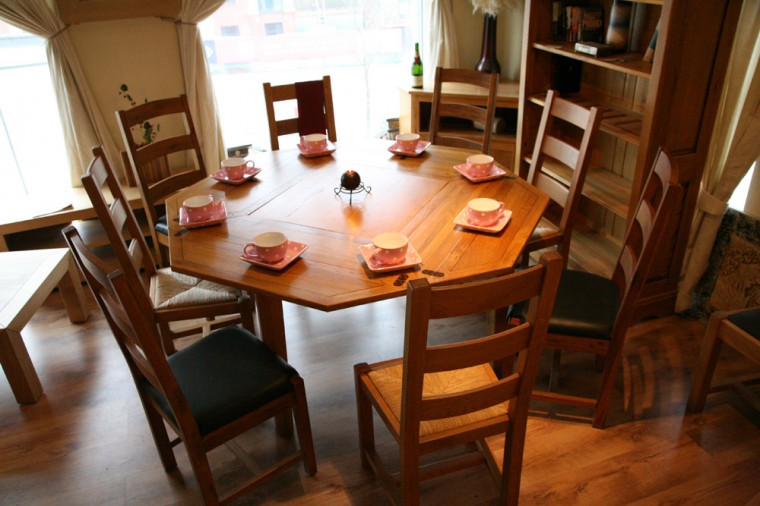 French Solid Oak Dining Table. Seats 8 Using Clever Extending Design.
